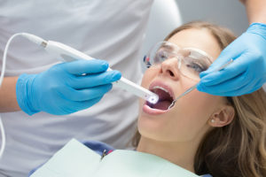 How An Intraoral Camera Helps Long Island Dentists And Patients